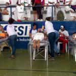 Alunos de massagem exercem prática em campeonato de Karatê